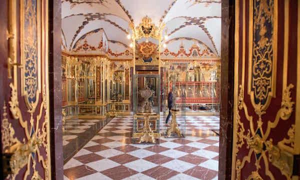 绿穹珍宝馆被盗珠宝以900万欧元的价格叫卖 德检方:无证据支持