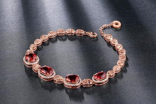 凯德·朱诺承袭世界级明星珠宝设计大师风范 让每位女性的独特之处都得以闪耀