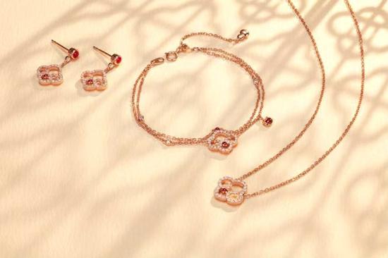"""JEWELRIA""""花·映世界"""" 以简约精致的风格映衬出珠宝世界的璀璨"""