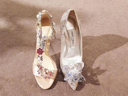 哪个女生不想拥有一双Jimmy Choo的水晶高跟鞋呢