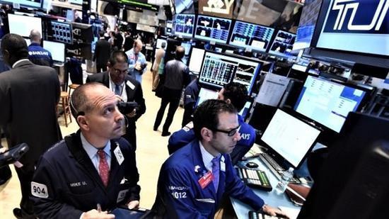 标准普尔500指数持续上涨 多数华尔街策略师敦促投资者保持谨慎