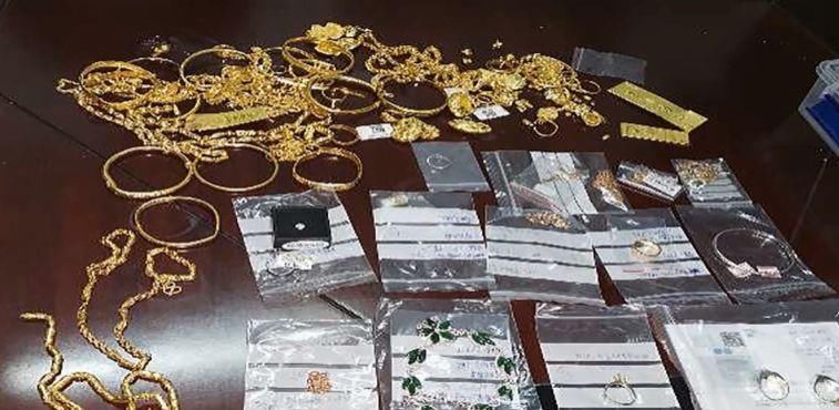粗心商家将装有150万珠宝的箱子放在店门口被弄丢 民警5小时内火速找回