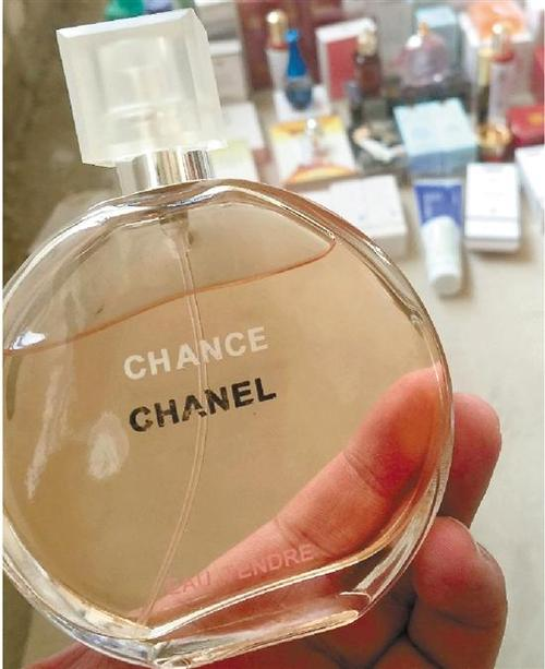 大牌香水成本不足售价15% 剩下巨大利润到谁的手上?