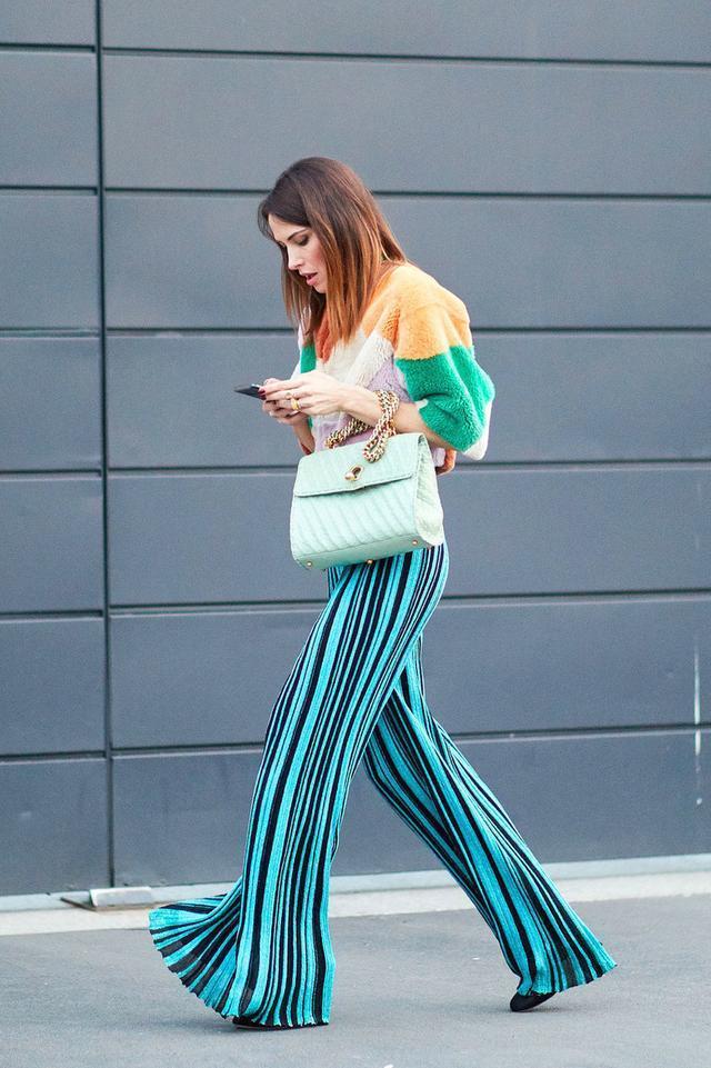 秋冬季节 阔腿裤怎么搭配穿出时髦感呢?