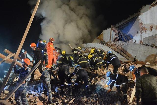 浙江龙港一民房坍塌致2死8伤 事故原因正在进一步调查中