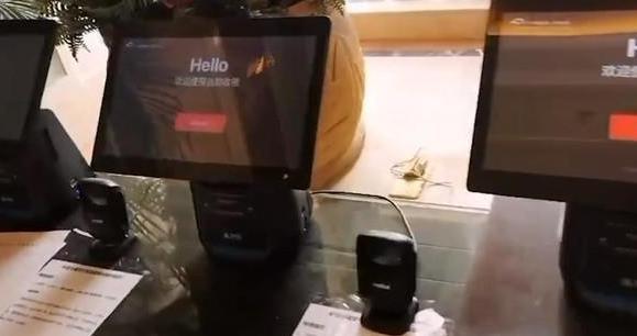 火神山无接触收银超市 买完东西扫码付钱即可带走