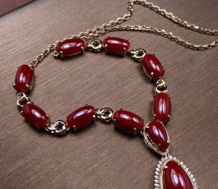 红珊瑚首饰如此贵重 且戴且珍惜!