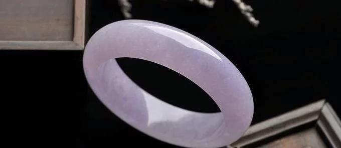 """紫罗兰翡翠为什么会有""""见光死""""之说?"""