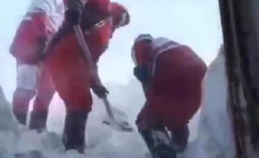 伊朗雪崩致多人死亡 救援人员已抵达受灾严重地区