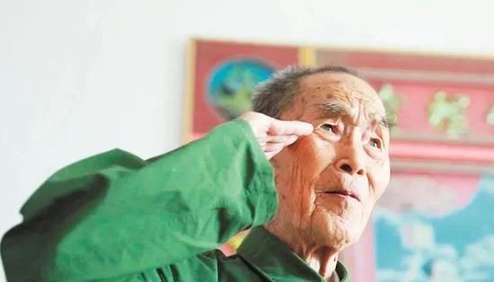 94岁老司令去世 临终为抗疫一线捐款
