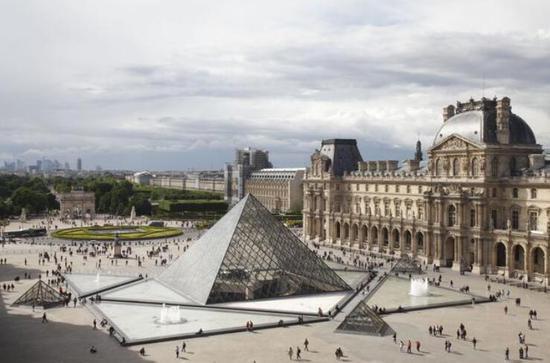 卢浮宫博物馆已经重新恢复对公众开放