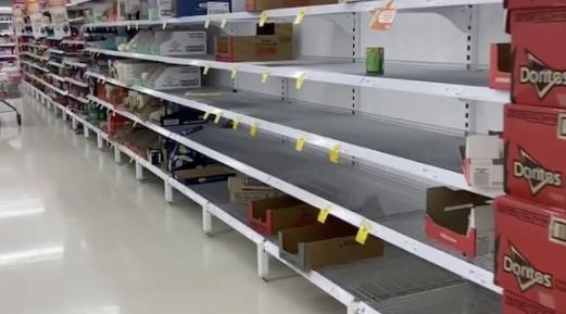 悉尼超市女顾客为抢厕纸拔刀相向 好在没有人受伤