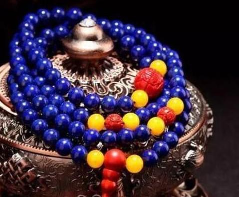 根据你的皮肤色调来选择珠宝 结果绝对出乎你的意料!