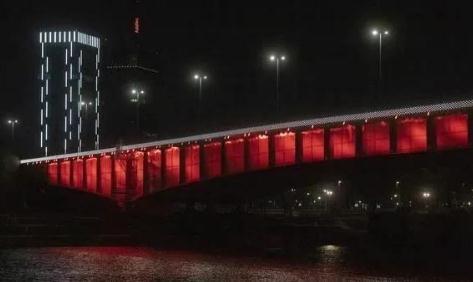 塞尔维亚亮起中国红 以此表达对中国人民的感激之情