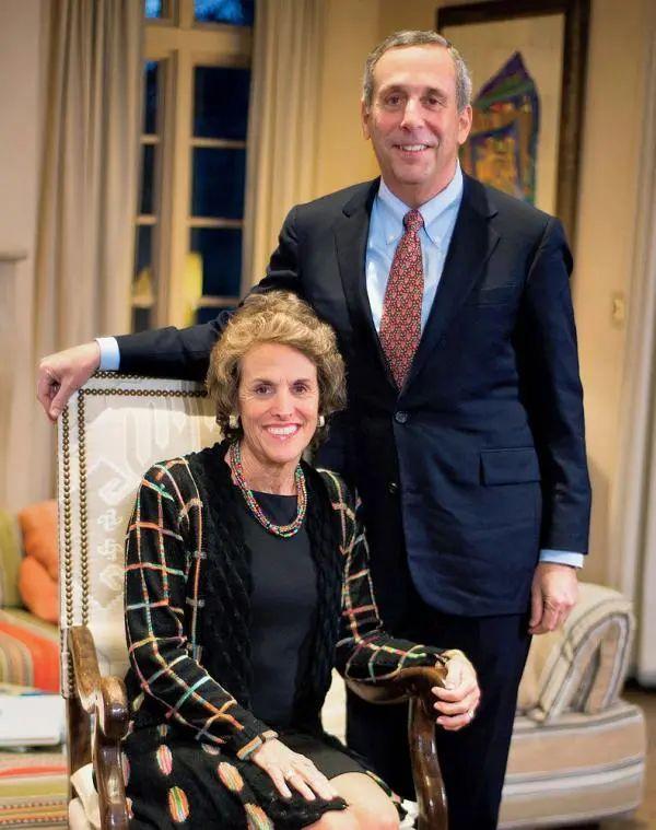哈佛校长确诊新冠 自己和妻子均被确诊感染