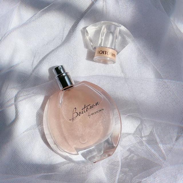 看看这款香水 清新沉稳高级简约风!