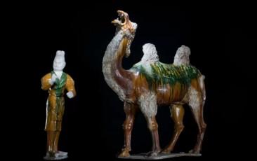 三彩骆驼及牵骆驼俑鉴赏
