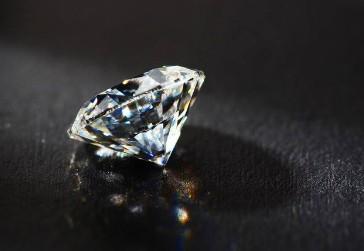 受新冠病毒的影响 钻石销售一度受阻