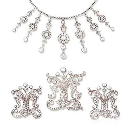 这些顶级珠宝见证了一段段美丽传奇的爱情故事