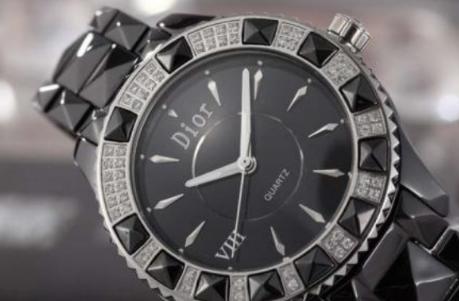 迪奥手表:表盘浑然一体 众人艳羡的夺目焦点