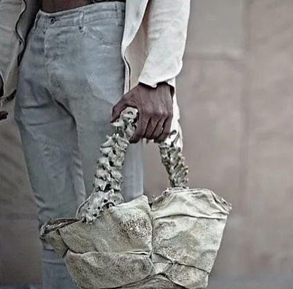 用鳄鱼的舌皮和儿童的骨头做的包包!你敢用吗?