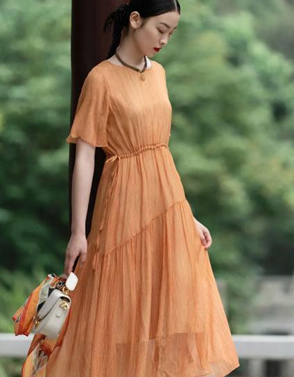 迪凯艺术女装:一晴方觉夏已深 夏天属于散文和柠檬