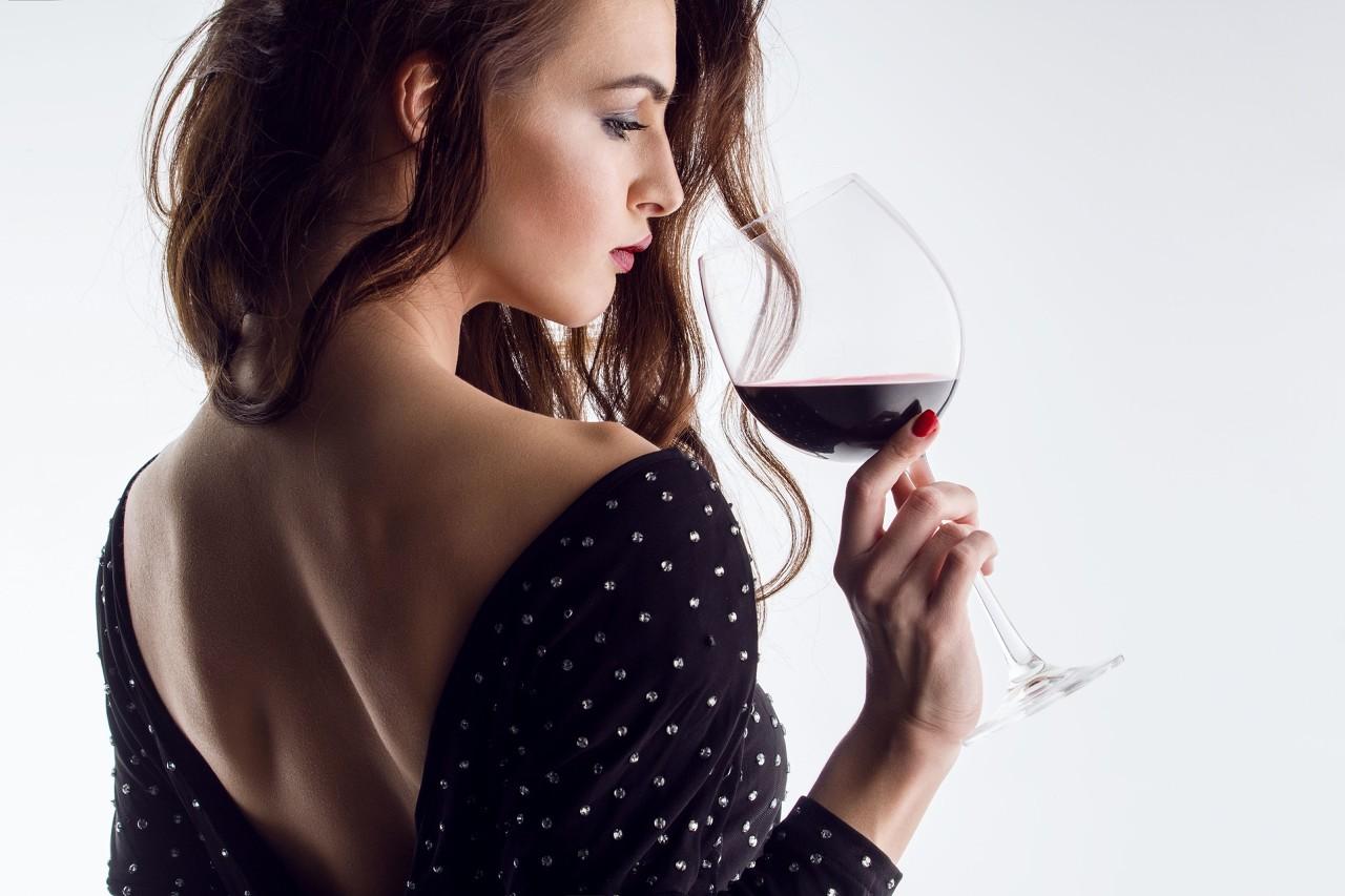 """红酒如何让女性""""情到浓时""""?让男性""""跃跃欲试""""?"""