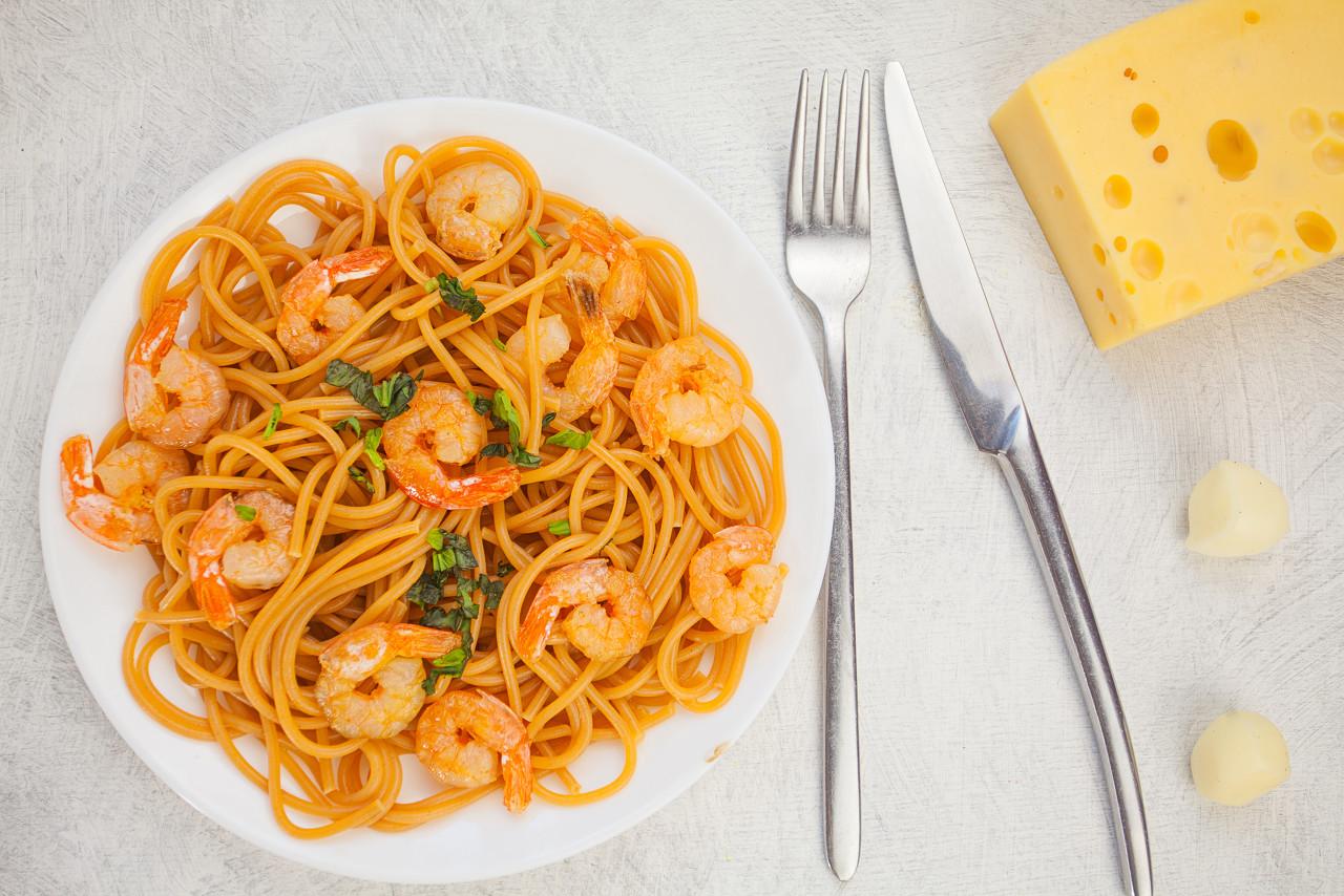意大利面也要吃出高级感 教你如何做白葡萄酒海鲜意面
