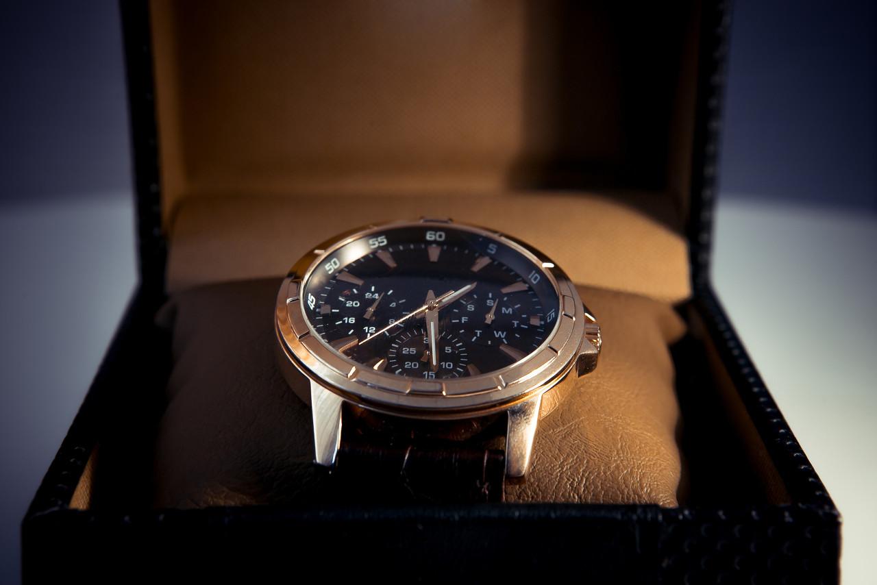 """百年灵太空计时进化B60腕表:搭配百年灵全自制""""引擎"""""""