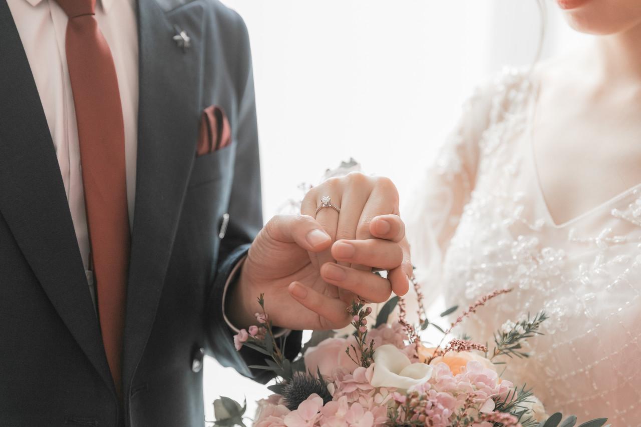 纸婚、金婚、银婚...不同的结婚纪念日该送什么样的珠宝?