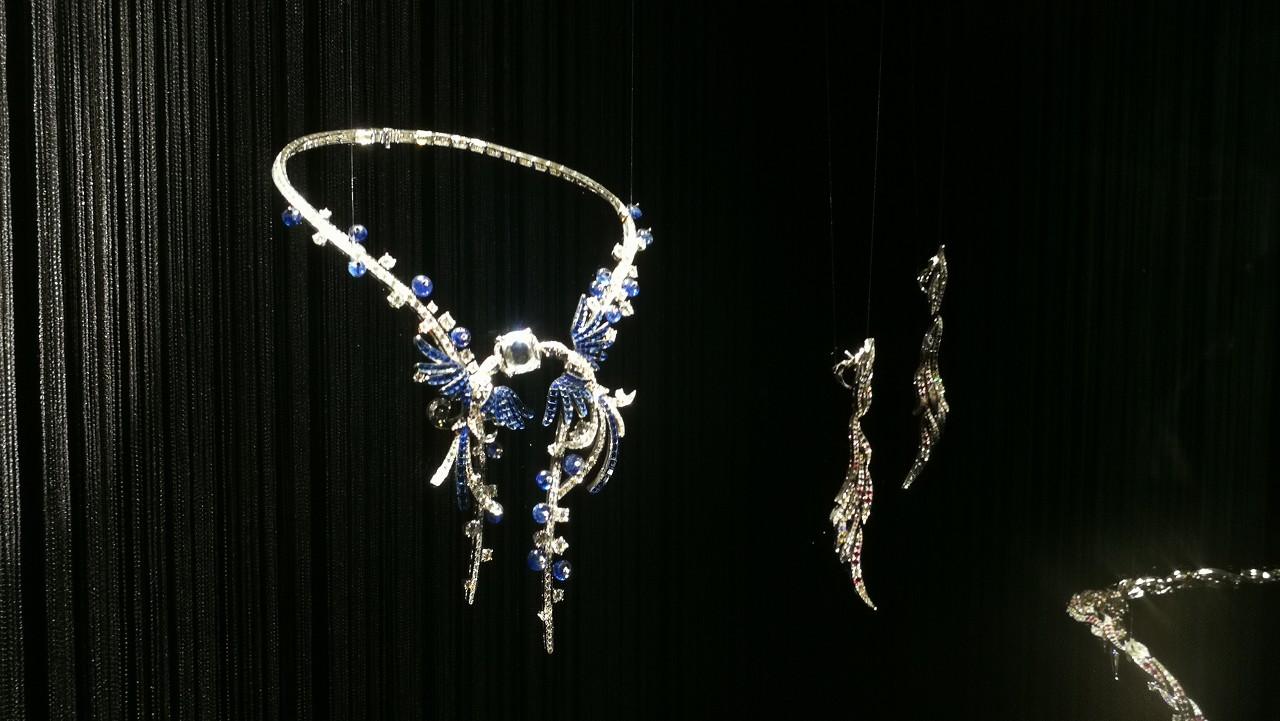 一件镶有115.83ct水滴形钻石的铂金项项链亮相佳士得珠宝专场