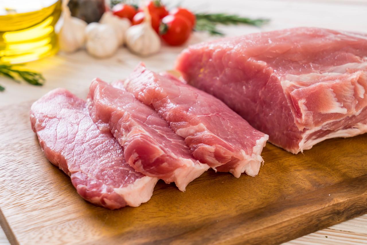 成都一公司中秋节发五花肉给员工 多实在啊!
