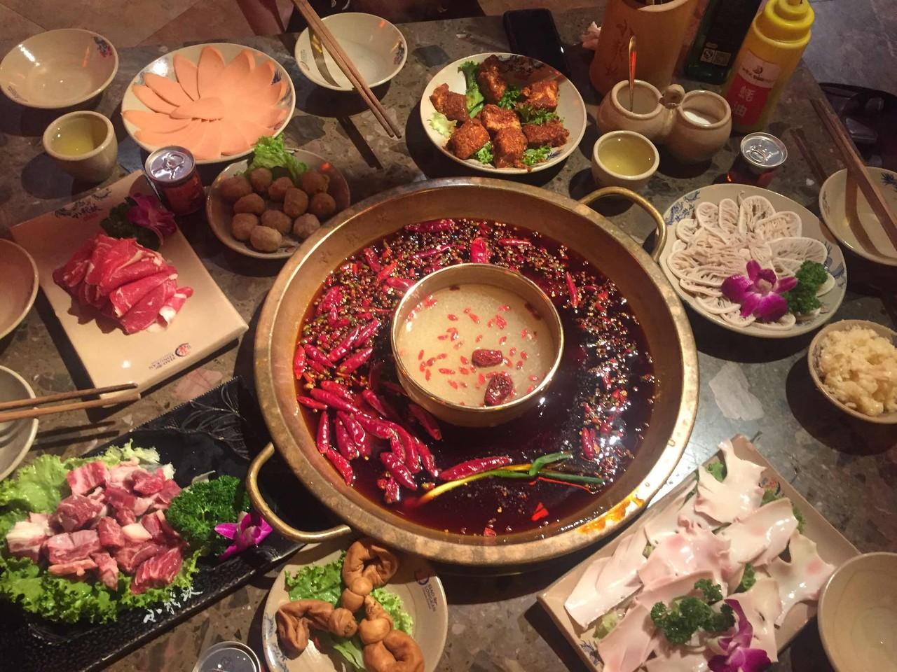 重庆火锅行业全线飘红 国庆假期游客在重庆吃了一千万桌火锅