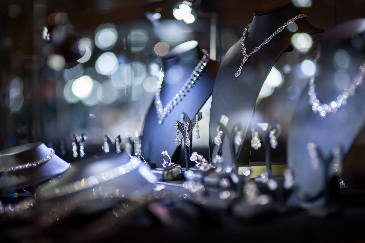Harry Winston推出Winston Candy珠宝新品 开启探索绚烂多彩的糖果色宝石世界之旅