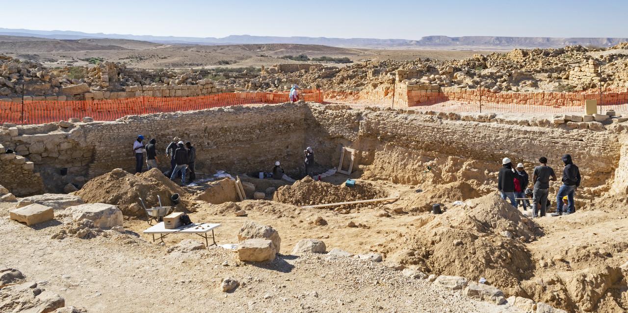 黄河左岸的偏关县发现一座4500年前的小型寨堡
