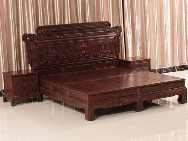 """""""瑞名华中式红木床""""一套红木家具多少钱"""