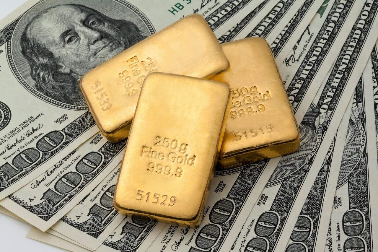 美国经济向好发展 现货黄金回调修正