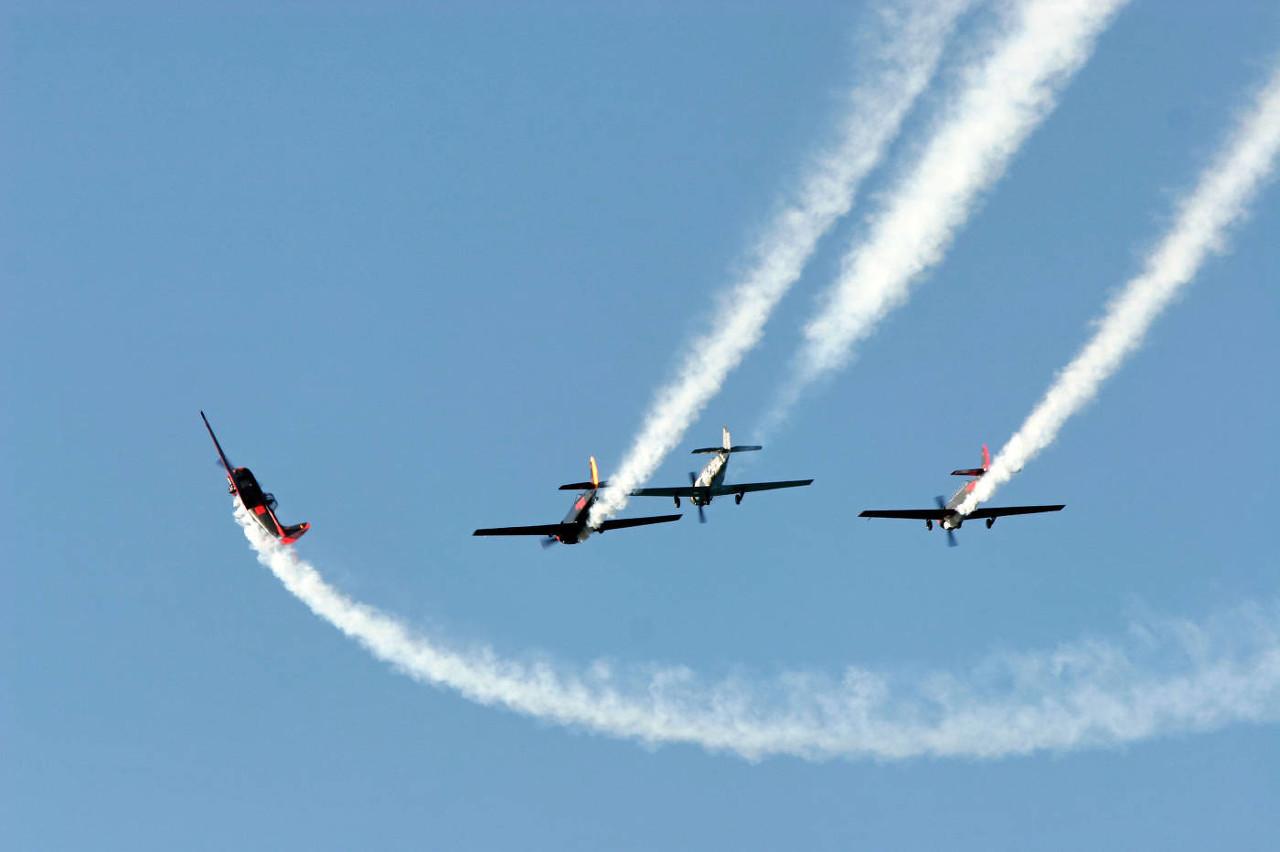 玻利维亚空军一飞机坠毁 造成1人死亡3人受伤