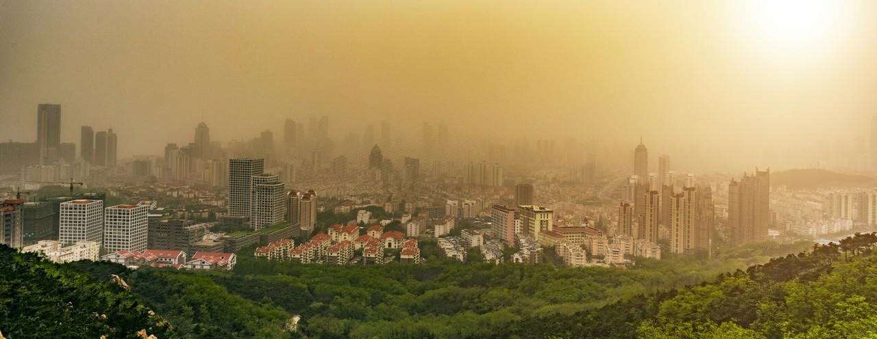 日本遭沙尘暴袭击 建筑物基本看不见了