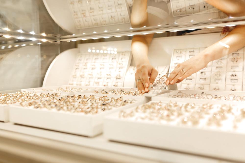 珠宝品牌潮宏基发布《2021年第一季度业绩预告》