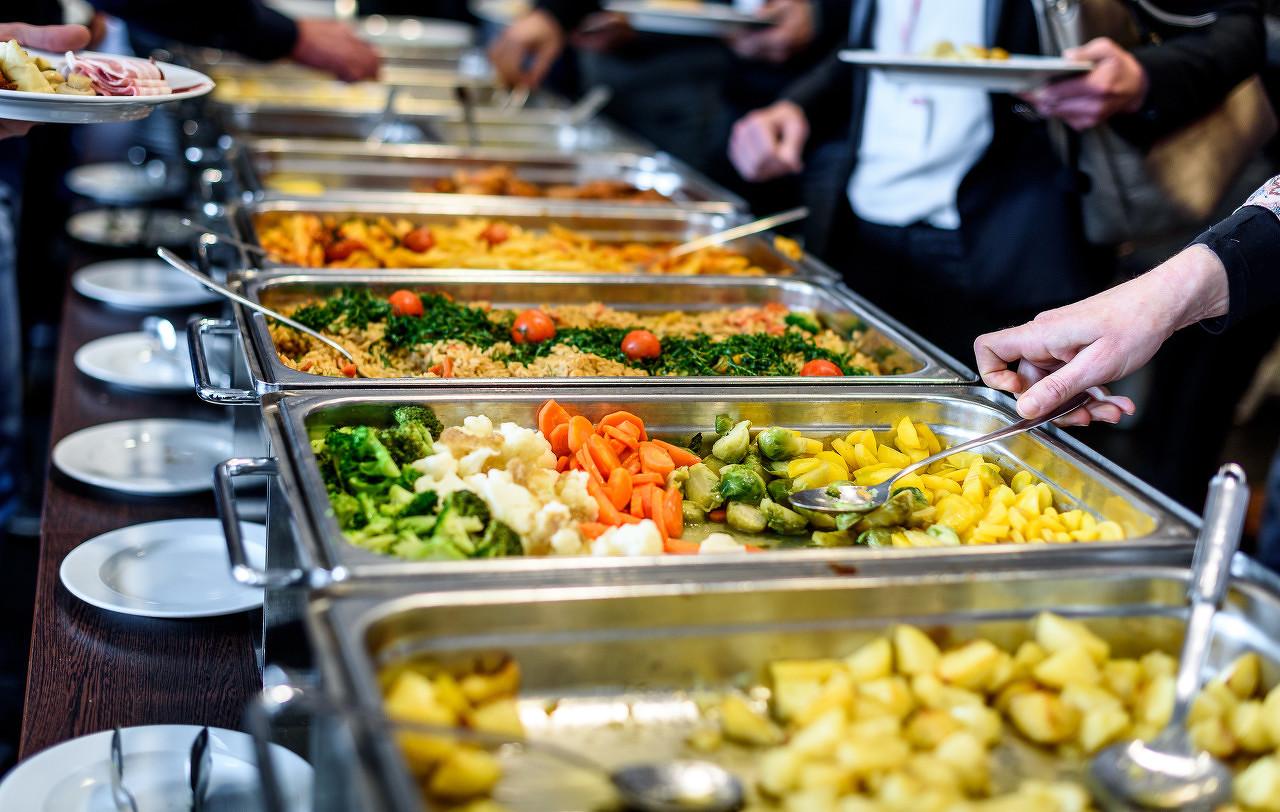 长春一高校食堂推自助减脂餐 受到不少学生追捧