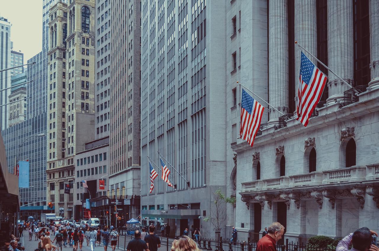 """美联储将继续支持经济 希望通胀在一段时间内""""适度""""高于2%"""