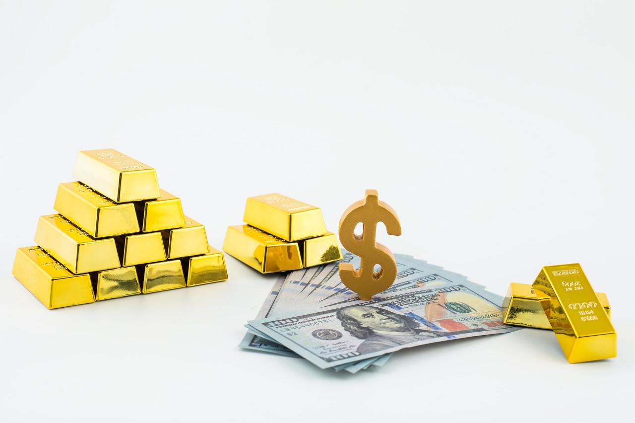 美元固守底线现货黄金高位承压