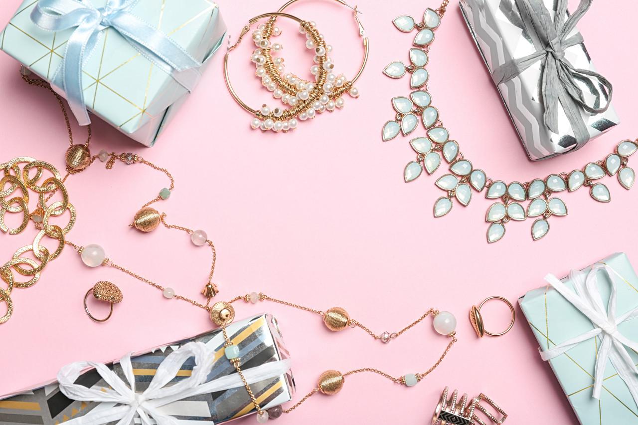 """捷夫珠宝以""""爱的礼物""""为主旨 赋予黄金珠宝无穷魅力"""