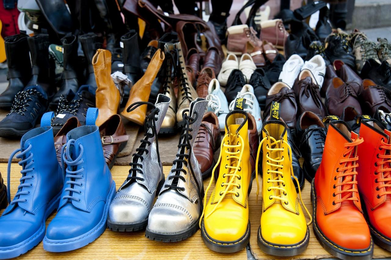 今年流行细带凉鞋 裙子牛仔裤都能搭出美美的感觉