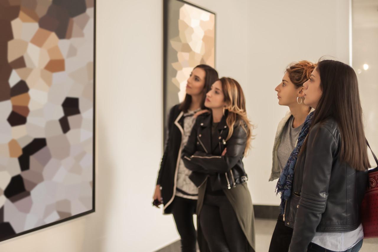 朱新建作品展近日在半遮堂艺术中心举办