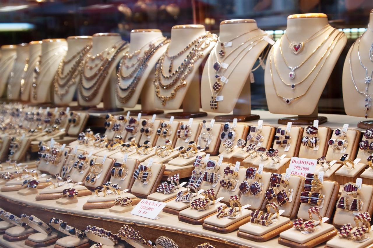 因强劲的零售需求 印度珠宝商正在增加黄金库存