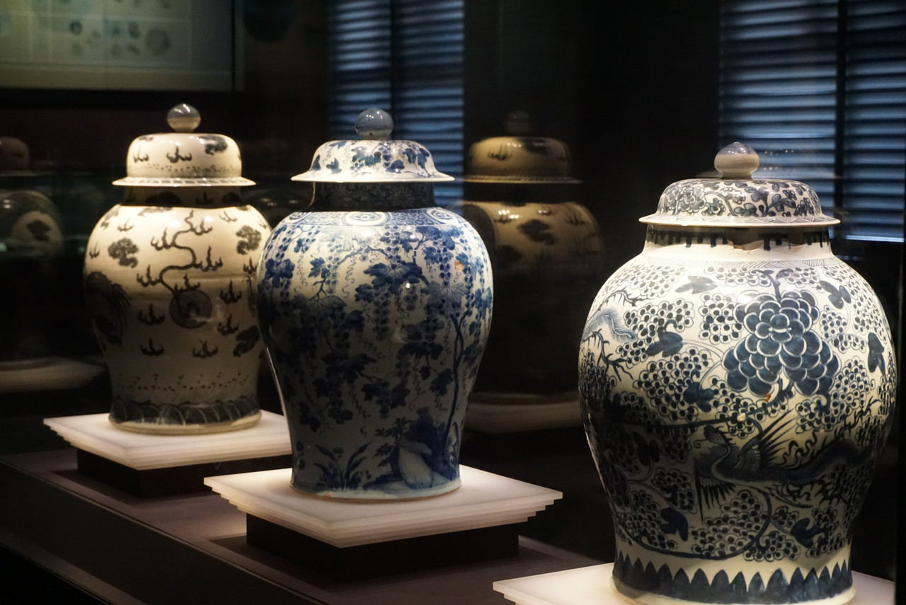 景德镇陶瓷艺术作品展亮相海口