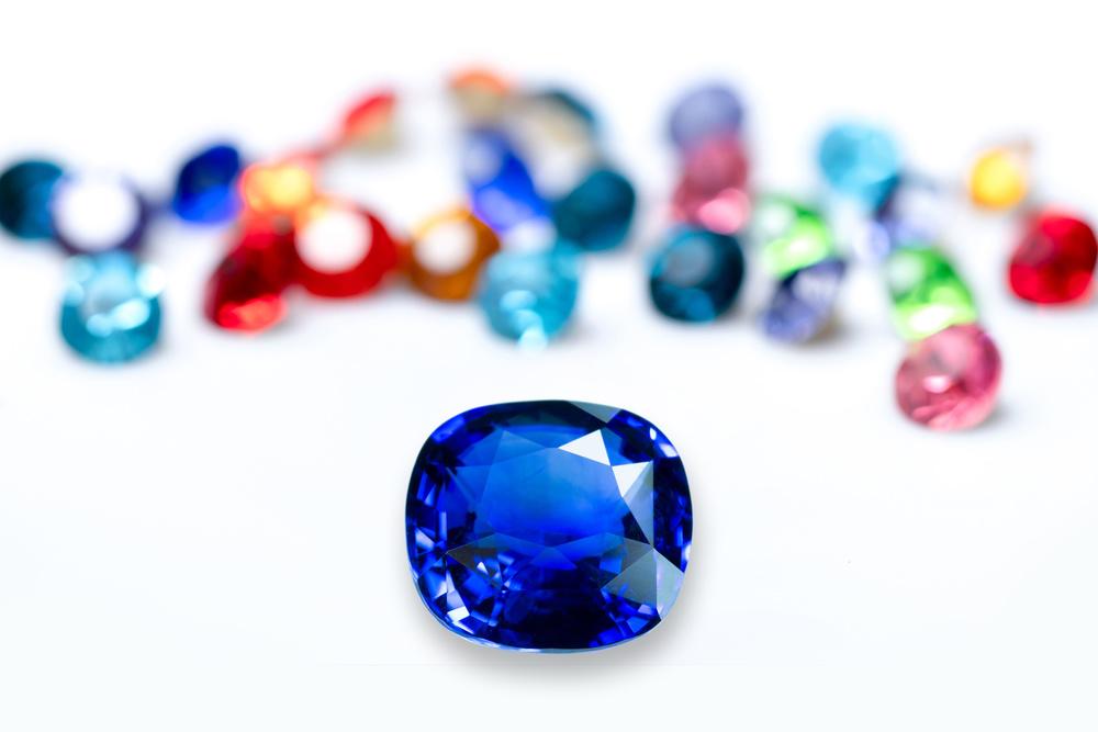 一颗重达39.34克拉的IIB型蓝钻以4,018万美元的价格卖给戴比尔斯