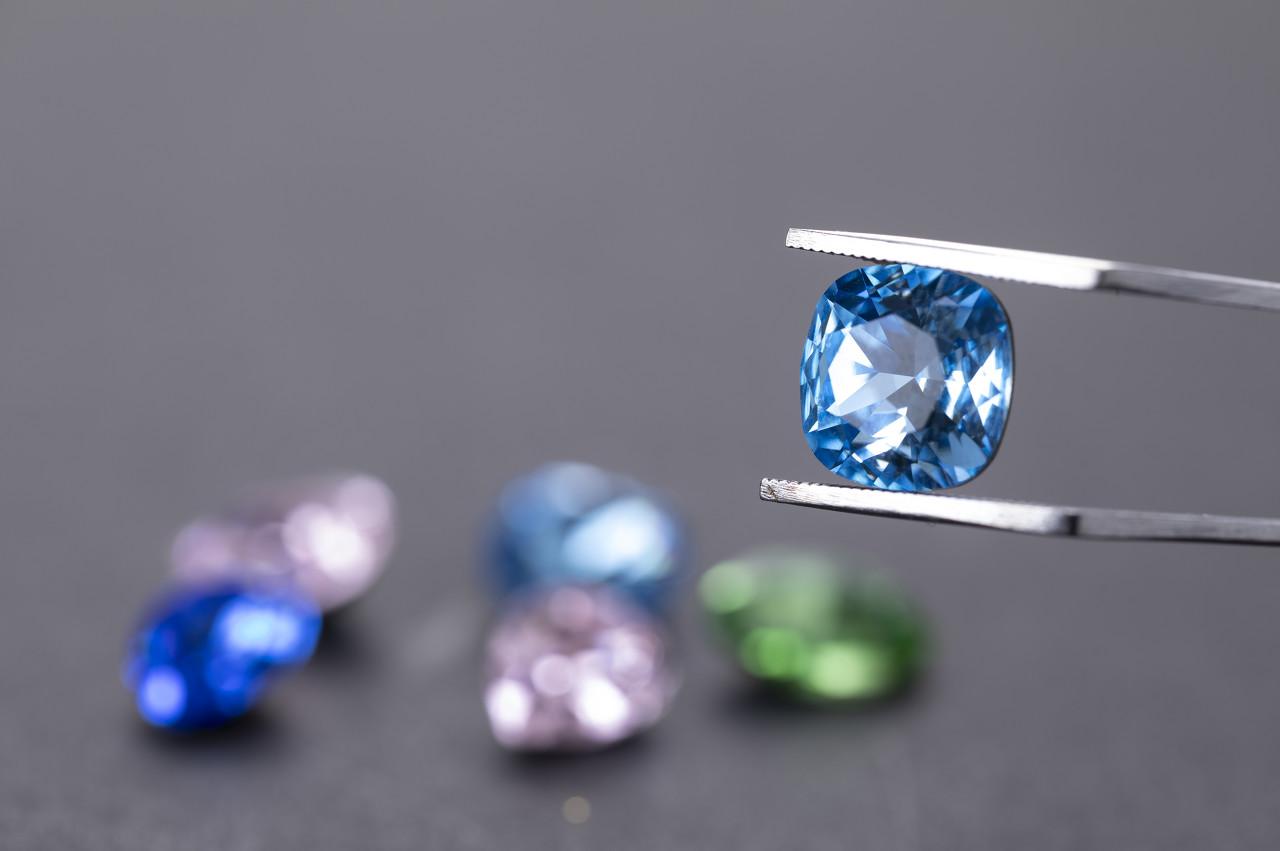 戴比尔斯与iacore合资购入一枚重达39.34克拉的顶级蓝钻